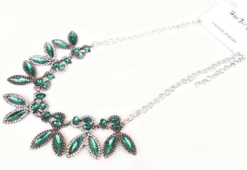 №5792 Ожерелье серебро изумруд короткая цепочка